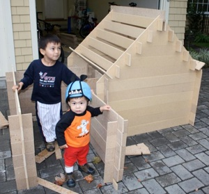 Here are my boys Marco and Nico with a Slotwood fort + tunnel.