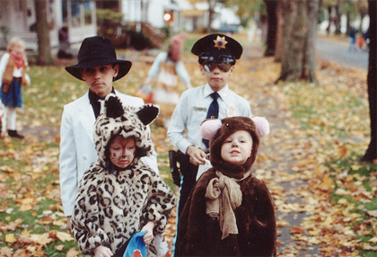 Lots of trick-or-treaters on Halloween is an indicator that your neighborhood is good for kids.  Photo credit: Flickr user 'jena ardell'